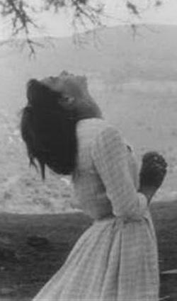 Conchita González durante un éxtasis en San Sebastián de Garabandal.